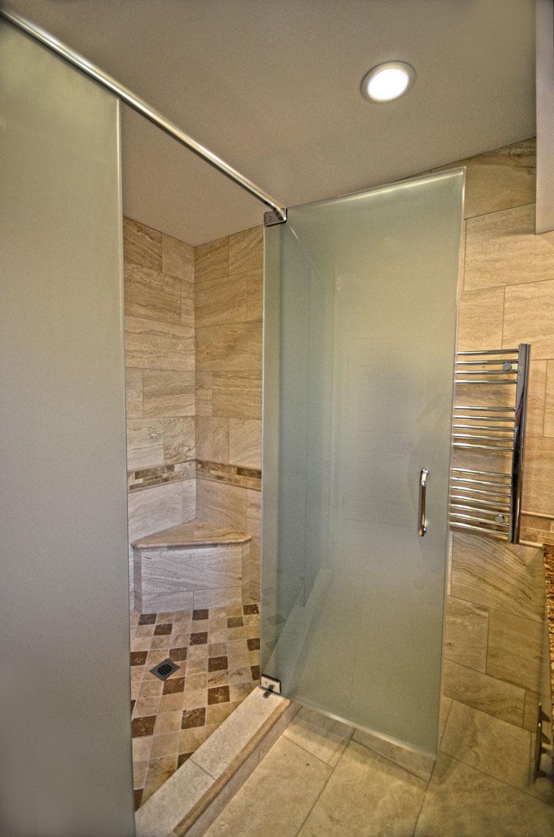 Travertine Installed In A Luxurious Bathroom